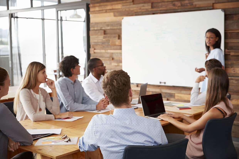 Recrutement et formation, brainstorming, réunion, enseignement
